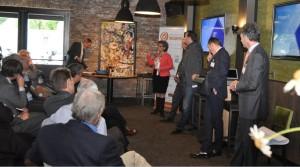 Renate Hemerik beantwoord vragen op de bijeenkomst over private lease van Automotive Insiders