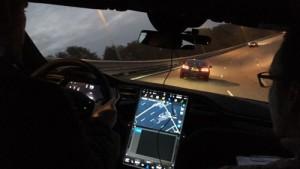 Stijn Otten van Business Lease aan het werk in zijn Tesla