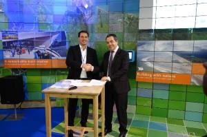 Links Marc van der Linden, lid Raad van Bestuur van Eneco en rechts Eric Feunteun Electric Vehicle Program Director Renault