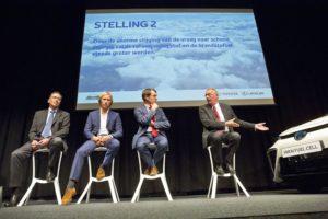 Links op de foto: Jacques Pieraerts, Vice-President Communication, External & Environmental Affairs, Toyota Motor Europe.