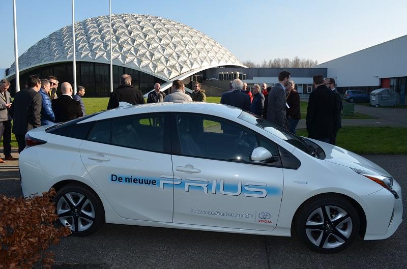 Veel belangstelling voor de nieuwe Prius. De auto die in de autopers enorm goed wordt ontvangen